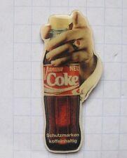 COCA-Cola/Coke/FLACONE CON MANO... Pin (112i)