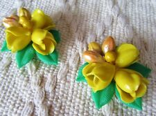VINTAGE 2 CELLULOID MATCHING DRESS / FUR CLIPS YELLOW ROSES