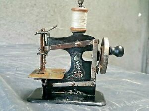 VINTAGE SEWING MACHINE OLD ANTIQUE TOY 1930's SOVIET ERA CCCP WESTERN GERMANY