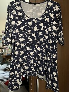 Yours Navy Floral Print Top - Sz 22/24