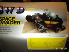 Space Invader 8 wheel drive batt opTank w/blink lights,flex suspension, AA guns