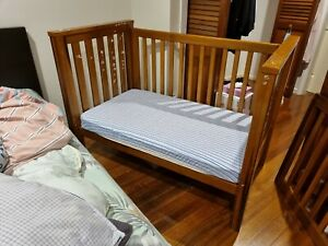 Bebe Care Cot+mattress+Covering+Change Table full timber, good condition