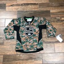 REEBOK NHL L.A. LOS ANGELES KINGS BOY YOUTH SMALL S CAMO HOCKEY JERSEY,NWT  A2