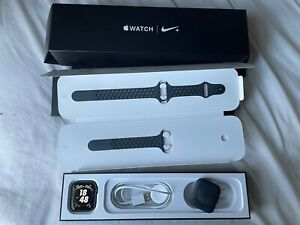 Apple Watch Series 4 Nike+ 44 mm Space Grey Aluminum Case with Anthracite/Black