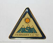 ASIAN SKIERS INTERNATIONAL ASSOCIATION SUN VALLEY 92 SKI/SKIING/LABEL/HAT/PIN