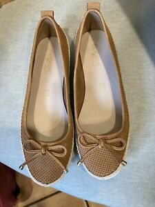 Foothglove From  M/S Flat Shoes Size 5.5 Tan And Cream