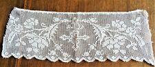 Dentelle ancienne aux filets de lin à décor religieux  - 40 cm x 14 cm
