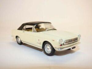 FIAT 2300S cabriolet blanc 1/43