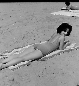 VTG 1950s MEDIUM FORMAT NEGATIVE girl at beach sunbathing in bathing suit c34