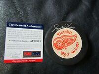 Gordie Howe Autographed Hockey Puck PSA Certified Red Wings
