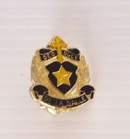 VINTAGE DE LA SALLE COLLEGE MELBOURNE METAL BADGE CREST LAPEL TIE HAT SCHOOL PIN