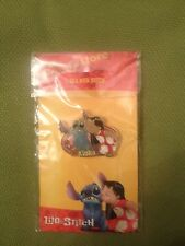 Pin 12571 Disney Store - Lilo Kissing Stitch (Aloha) brand new on card and bag