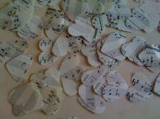 En forme de coeur table de mariage confettis fabriqués à partir de vintage music manuscrit authentique
