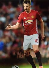 MICHAEL CARRICK - MANCHESTER UNITED FOOTBALLER - STUNNING SIGNED COLOUR PHOTO