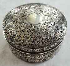 BEAUTIFUL HAND CHASED GUILDED HOWARD AND COMPANY STERLING SILVER SNUFF BOX (390)
