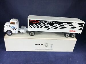 T2-27 ERTL 1:64 SCALE COLLECTABLE TRUCK BANK - CHEVROLET / GEO