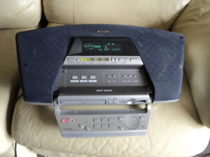 Aiwa CSD-MD5 Radio CD/  Mini Disc Player. FOR PARTS OR REPAIR