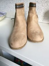 BEIGE BOOTS SIZE 7
