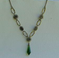 LOVELY FACETED GREEN GLASS PENDANT DARK GOLD PLATED FLOWER CHAIN NECKLACE FG