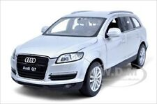 AUDI Q7 SILVER 1/24 DIECAST MODEL CAR BY WELLY 22481