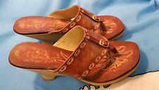 FIONI VINTAGE Shoes Slip Ons Sandals Brown Heels Womens Sporty Sz 9