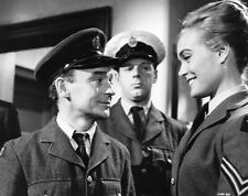 Shirley Eaton and Kenneth Connor UNSIGNED photo - H7149 - Carry On Sergeant