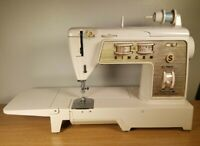 SINGER 760 SEWING MACHINE AND FOOT CONTROL PEDAL FOR SPARES AND REPAIRS ONLY