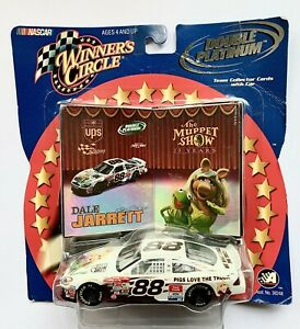 2002 NASCAR Winners Circle 03280 Dale Jarrett #88 Double Platinum Muppets 1:43