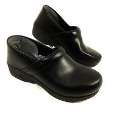 Dansko XP 2.0 Clogs Black leather Slip Resistant 40 Sz 9.5-10