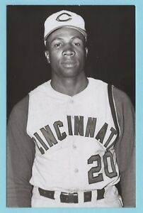 Frank Robinson Cincinnati Reds Vintage Baseball Postcard PP00795