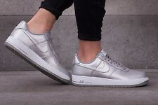 NIKE Air Force 1'07 LV8 SCARPE DA GINNASTICA MODA CASUAL-UK 8.5 (eur 43) mtllc SILVER