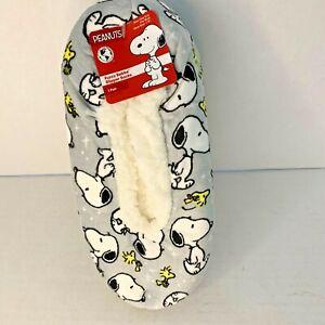 Peanuts Snoopy Slipper Socks Gray Fuzzy Babba Womens Slippers Size 7-9.5 NEW