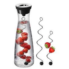 WMF Wasserkaraffe Basic Karaffe 1,0 l schwarz u 2 Fruchtspieße Kippdeckel Wasser