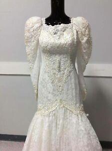 Ladies Vintage 80s Wedding Dress & Veil Size 6
