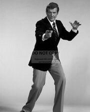 "ROGER MOORE AS ""JAMES BOND 007"" - 8X10 PUBLICITY PHOTO (ZY-907)"