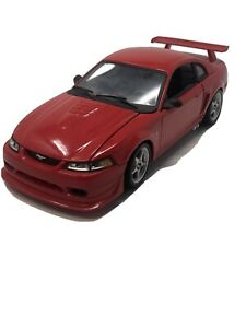 DIECAST 2000 FORD MUSTANG COBRA R- SVT  1:18 SCALE-RED