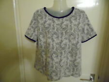 Ladies Black and White  short sleeve crew neck top size L