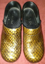 SANITA BROWN AND BLACK TEXTURED PATENT LEATHER SHOE CLOGS. US 6.5;EURO 37