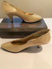 PRIVATE COLLECTION GOLD SHIMMER FABRIC PUMP SZ 9B NIB...AS IS