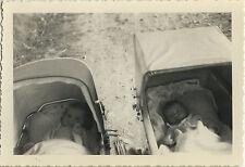 PHOTO ANCIENNE - VINTAGE SNAPSHOT - ENFANT LANDAU SIESTE DRÔLE - BABY CARRIAGE
