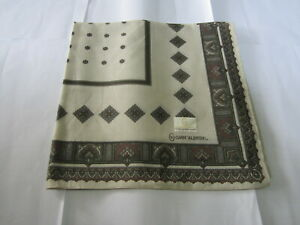 """USED VALENTINO IVORY WITH BROWN PAISLEY COTTON 18""""POCKET SQUARE HANDKERCHIEF MEN"""