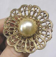 Vintage Jewelry Hattie Carnegie Brooch Faux Pearl Cabochon in Ornate Goldtone