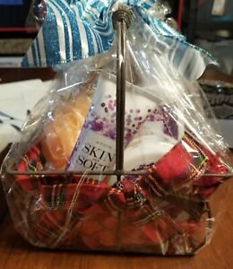 Avon Skin So Soft Winter Lavender Christmas Gift Set with basket