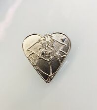 Disney HM Alice In Wonderland Card Suits Queen Of Hearts Heart Chaser Pin 95155