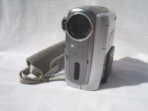 SONY HANDYCAM DCR-PC109E CAMCORDER.PAL.MiniDV. Mpixl. DV/AV-in.VGC.1-yr warranty