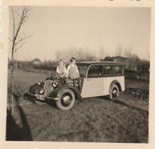 Foto Kinder auf Auto Oldtimer
