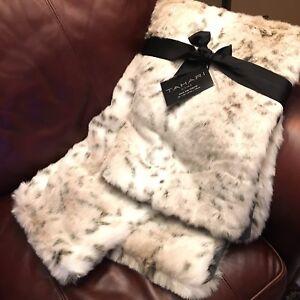 Tahari Snow Leopard Faux Fur Throw Blanket Gray Cream Tan Plush Luxury Designer