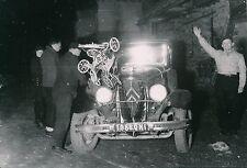 VOITURE c. 1950 - Ancienne Voiture - DIV 5225