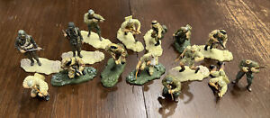 26 piece Lot Unimax Soldiers 1:32 & Stands Army Fighter Figure