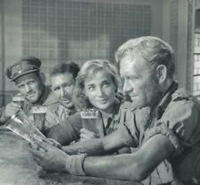 Sylvia Syms, Anthony Quayle & John Mills UNSIGNED photo -L5034- Ice-Cold in Alex